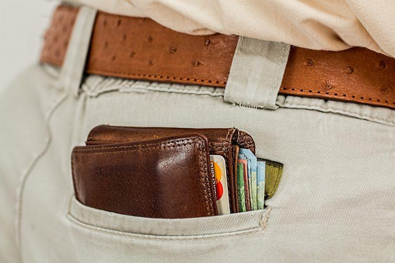 portefeuille dans poche arriere pantalon