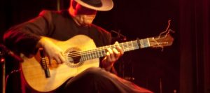 Flamenco_guitar_player-720x320-720x320