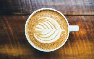 Boire un cafe malasana