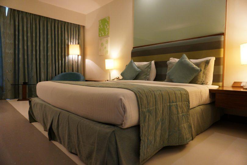 lit de chambre de love hôtel