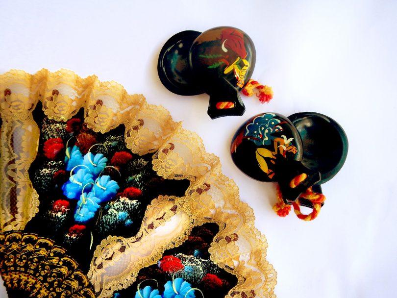 flamenco eventail et castagnettes