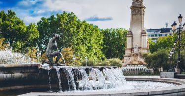 fontaine avec eau
