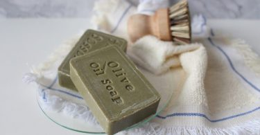 savon a olive sur drap blanc
