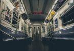 metro avec banc bleu
