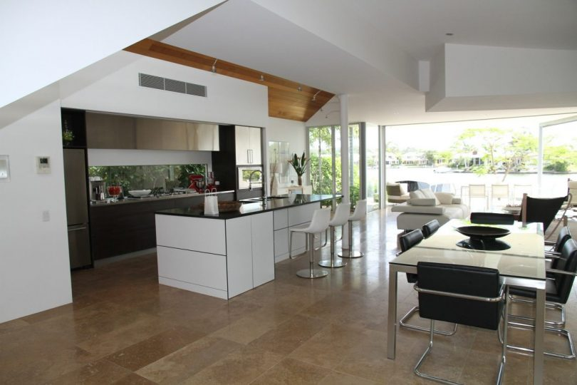 cuisine ouverte et table