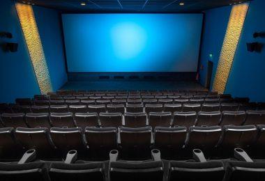 salle de cinéma écran bleu