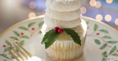 cupcake dans une assiette blanche