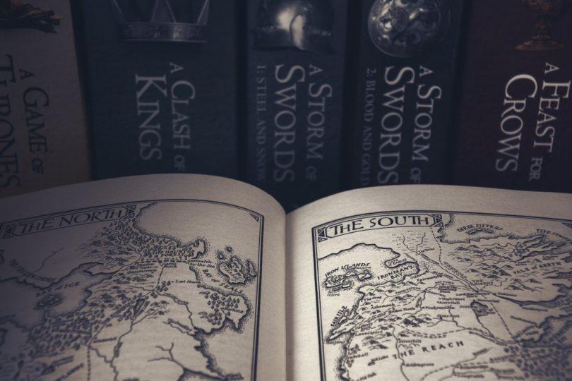 livre et carte du monde