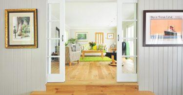 salon et plancher de bois d'un appartement