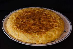 omelette de pommes de terre dans une assiette