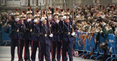 Assister à la relève solennelle de la Garde du Palais Royal