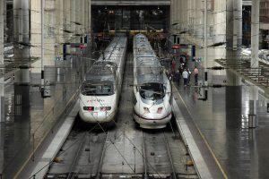 gare avec deux trains
