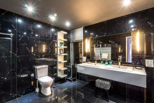 salle de bain de chambre d'hôtel