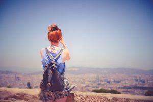 madrid ete fille rousse regardant la ville
