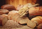 differents pains en tranches et blé