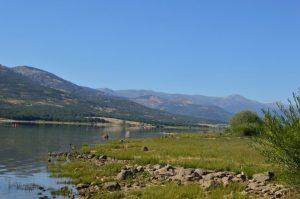 prairie lac et montagne