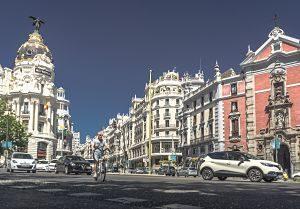 rue de madrid avec édifices