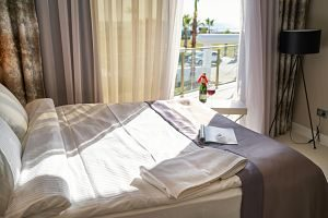 lit double avec vue sur l'extérieur