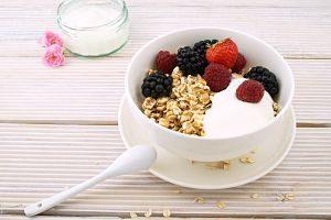 bol de céréales avec fruits