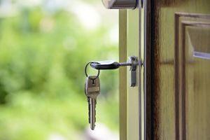 clé dans une porte