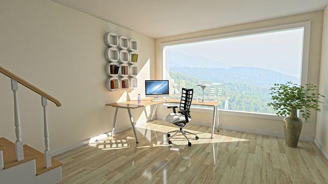 bureau d'appartement avec une grande fenêtre