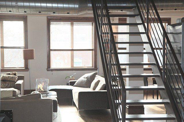 salon avec escalier
