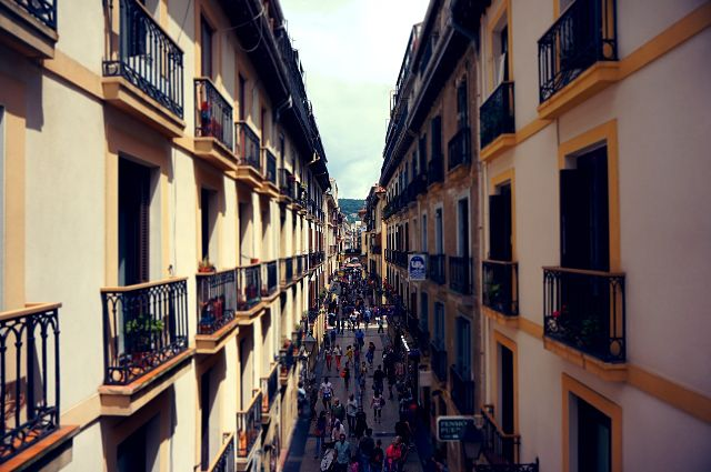 rue de madrid et façade d'immeubles